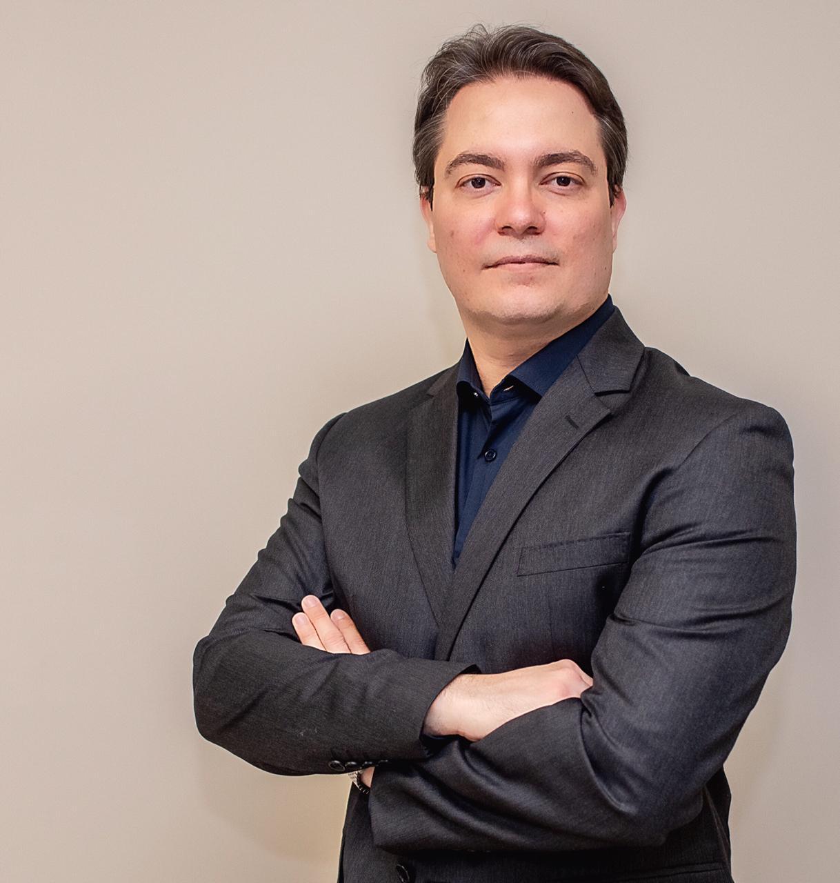 Dr Eric Pimentel - Cirurgião Plástico